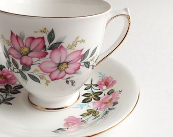 Elizabethan tea cup with pink flowers, Teacup with pink flowers, Vintage teacup, Bone China teacup,  Teacup and saucer
