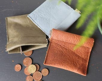 Leather coin purse retrò. Metal internal flex frame, kiss clasp. Chose your color! Brown, green or light blue.