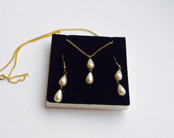 Drop pearl earring and necklace set costume