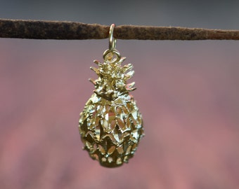 14 Karat Yellow Gold Diamond Cut Pineapple Pendant, Used Vintage Jewelry