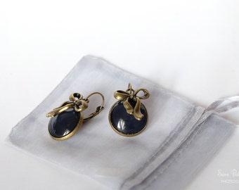 Earwire earrings Vintage style bronze bow-black