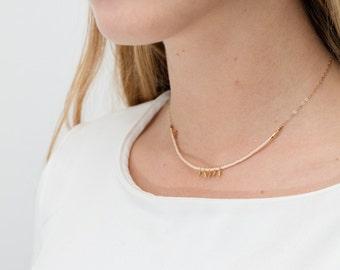 collier court ras de cou Mely plaqué or beige nude pampilles fait main doré à l'or fin bobo boho minimaliste