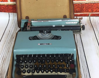 Turquoise Blue Olivetti Lettera 22 Portable Typewriter Made In Italy With Case