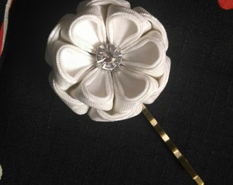 White Peony Bridal Large Bobby Pin / Tsumami Kanzashi / Wedding / Geisha Inspired