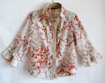 Floral Cream Color Women's Blouse Size 46  Classic Collar Red Flowers 3/4 Sleeve Three Buttons Up Frill V Necklace Thin Fabric Made In Italy