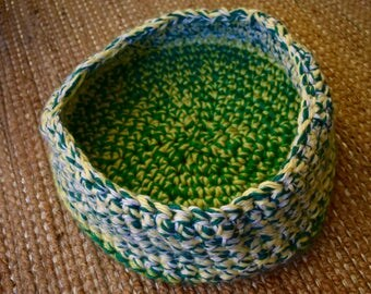 Crochet Cat Bed - Green and Yellow Yarn