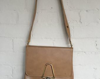 Vintage vegan leather camel purse, adjustable strap, beige purse, vintage purse, vegan leather, 1970s