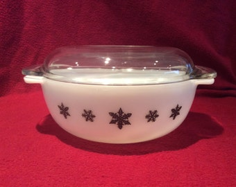 Pyrex JAJ Gaiety Black Snowflake Easy-Grip 2 pint with lid Casserole Dish #2184