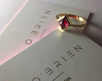 Sirius solitaire ring