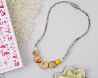 Nursing necklace/teething necklace: aromatic juniper and liberty