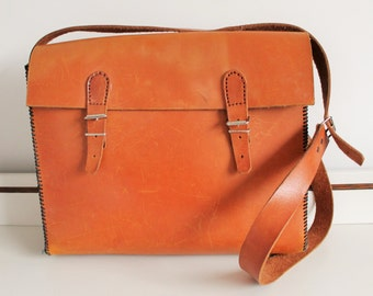 Vintage Large Tan Leather Buckle Front Satchel Messenger Across Body Bag Purse Luggage