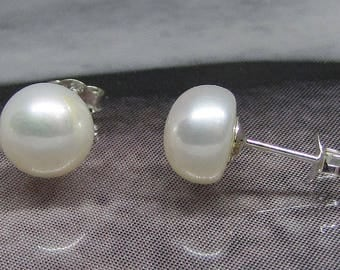 Earring on sterling silver cultured pearls