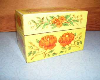 Vintage metal 3 x 5 recipe box with divider cards.