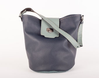 Medium size high quality leather bucket bag