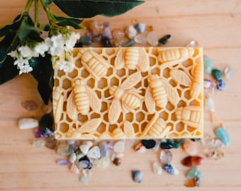 Natural Soap with Honey and Beeswax /Gift under 20 / Gift for her/gift for him / Valentines day gift, Organic ingredients, editors pick
