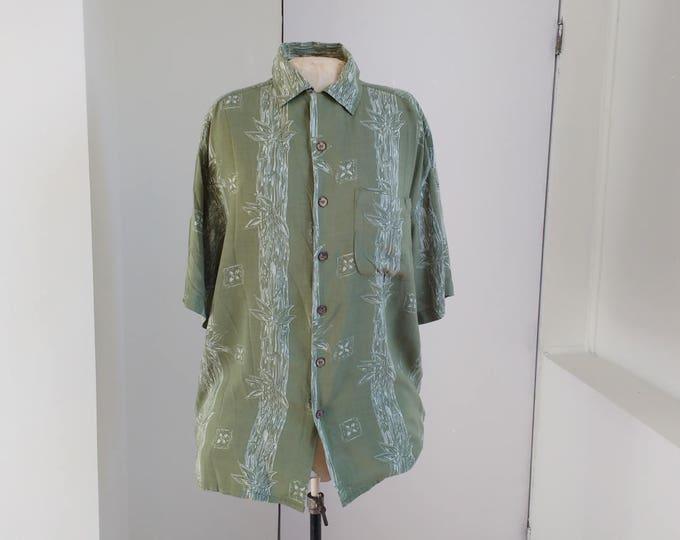 Green hawaii shirt by Maui Maui size M, ca. 1990s casual summer shirt with bamboo pattern, beach holiday wear, short sleeve mens shirt