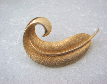 Jewelcraft Curled Feather Gold Tone Pin Brooch, Jewelcraft Pin Brooch
