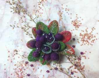 Felted brooch Bilberry - Needle felt pin - Embroidered brooch - Blueberry pin - Felted brooch - Purple brooch - Gift for her - Berries pin