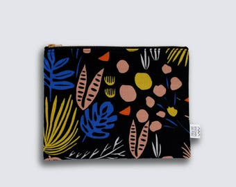pouch - dark jungle - large