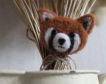 Red Panda (panda brooch Red) pin