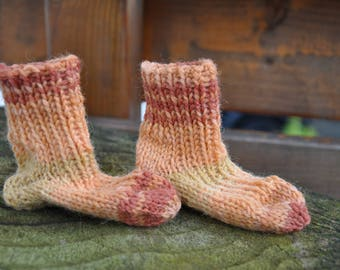 Baby socks in shades of orange