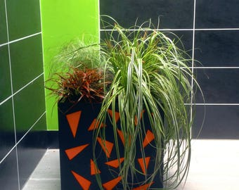 Charcoal design planter in galvanized steel and orange triangles laser cutting