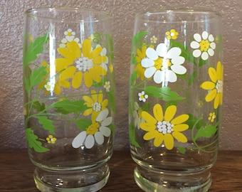 2 Vintage Flower Glasses
