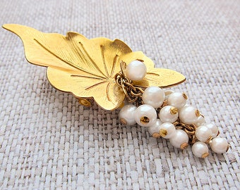 Mothers gift for mom Pearl Brooch Vintage brooch Costume brooch Gold brooch pin Elegant brooch pin Leaf brooch Vintage jewelry gift|for|her