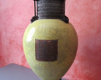 Great URN in contemporary raku. Height: 56 cm. French France... Gifts