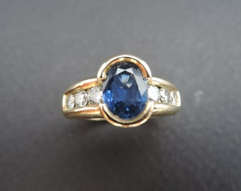 18K yellow gold sapphire and diamonds ring.