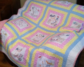 Bonnet Sue Embroidered Baby Quilt