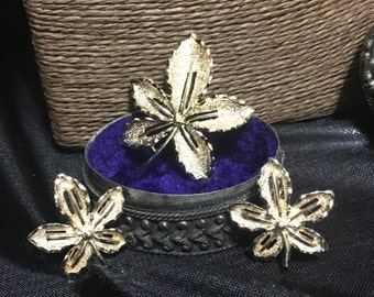 Vintage Leaf brooch and earring set Sara coventry