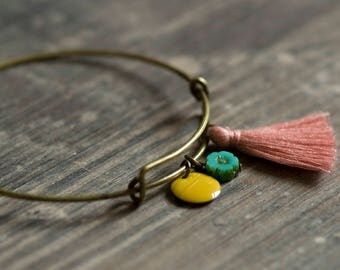 Bronze bracelet with pink mugl, yellow enamel pendant and small bloom in turquoise