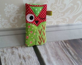 OWL mobile sleeve red green star