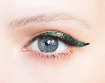 Metallic glam liners - self-adhesive, glamorous, glitter eyeliners for a festive event or party