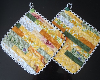 Quilted pot holders, retro pot holders, yellow pot holders, oven mitts, fabric hot pads