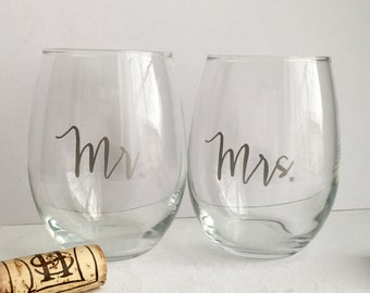 Mr and Mrs Wine Glasses - Set of 2 - Wine Glasses for Newlyweds - Engagement Gift - Bridal Shower - For the Bride - Wine gift