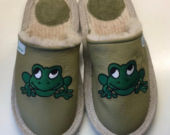 Women slippers, animal slippers, frog slippers, green slippers, leather slippers, warm slippers, closed slippers, slippers for women green