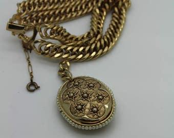 VINTAGE PIK NY Gold Tone Faux Pearl Pendant Bracelet