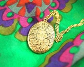 Engraved Flower Locket Necklace - Ornate Locket - Engraved Locket - 1930s Locket - Gold Filled Locket - Wedding Locket - Vintage Jewelry