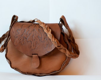 Bag with oak leaves.