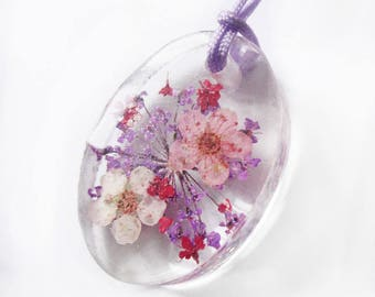 Gaelane Oval Pendant in flowery resin - colored dried flowers nature jewelry