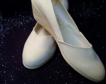 New Ladies size 9 M Comfort Plus White Canvas Wedge Pumps.