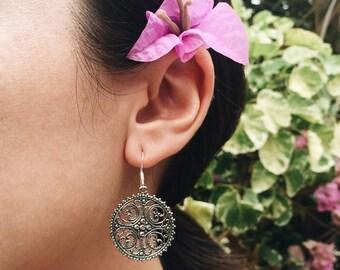 Ornate round filigree sterling silver earrings (R07)