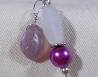 Stickpin with snowy quartz bead