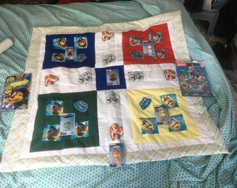 Paw Patrol quilt with play set
