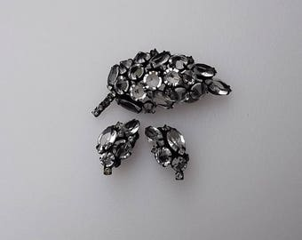 Gorgeous Unsigned Schreiner Pin Earrings Set Clear Inverted Stones Black Metal