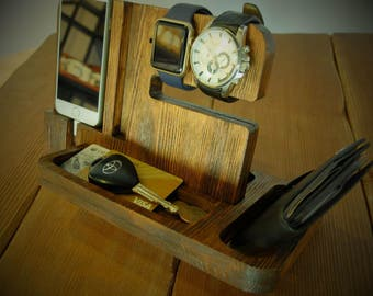 Wooden doc station for smart phone