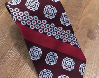 """Mr. Cricket Vintage W-I-D-E Necktie -- 70s Red and Brown Polyester 4.25"""" Wide Tie"""