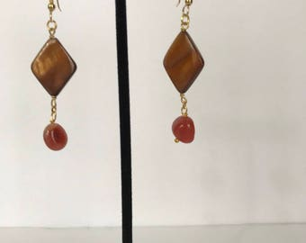 Earrings with Bead, mother-of-pearl and red agate
